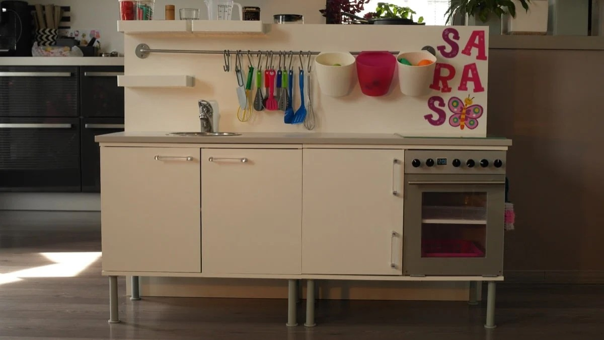 Hackers help: Functional mini kitchen for toddlers?