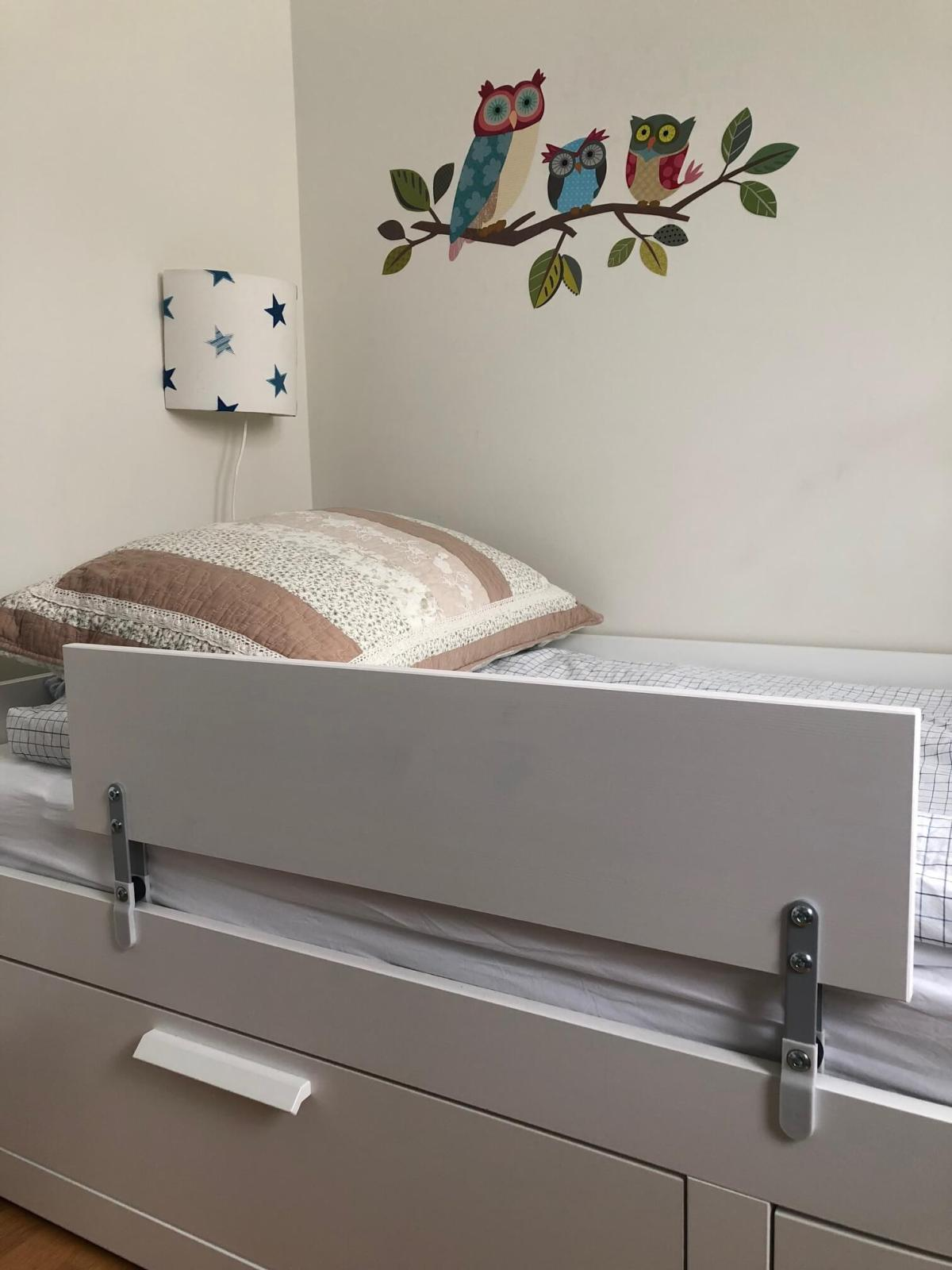 this guard rail will stop your kid from rolling off the bed ikea hackers. Black Bedroom Furniture Sets. Home Design Ideas