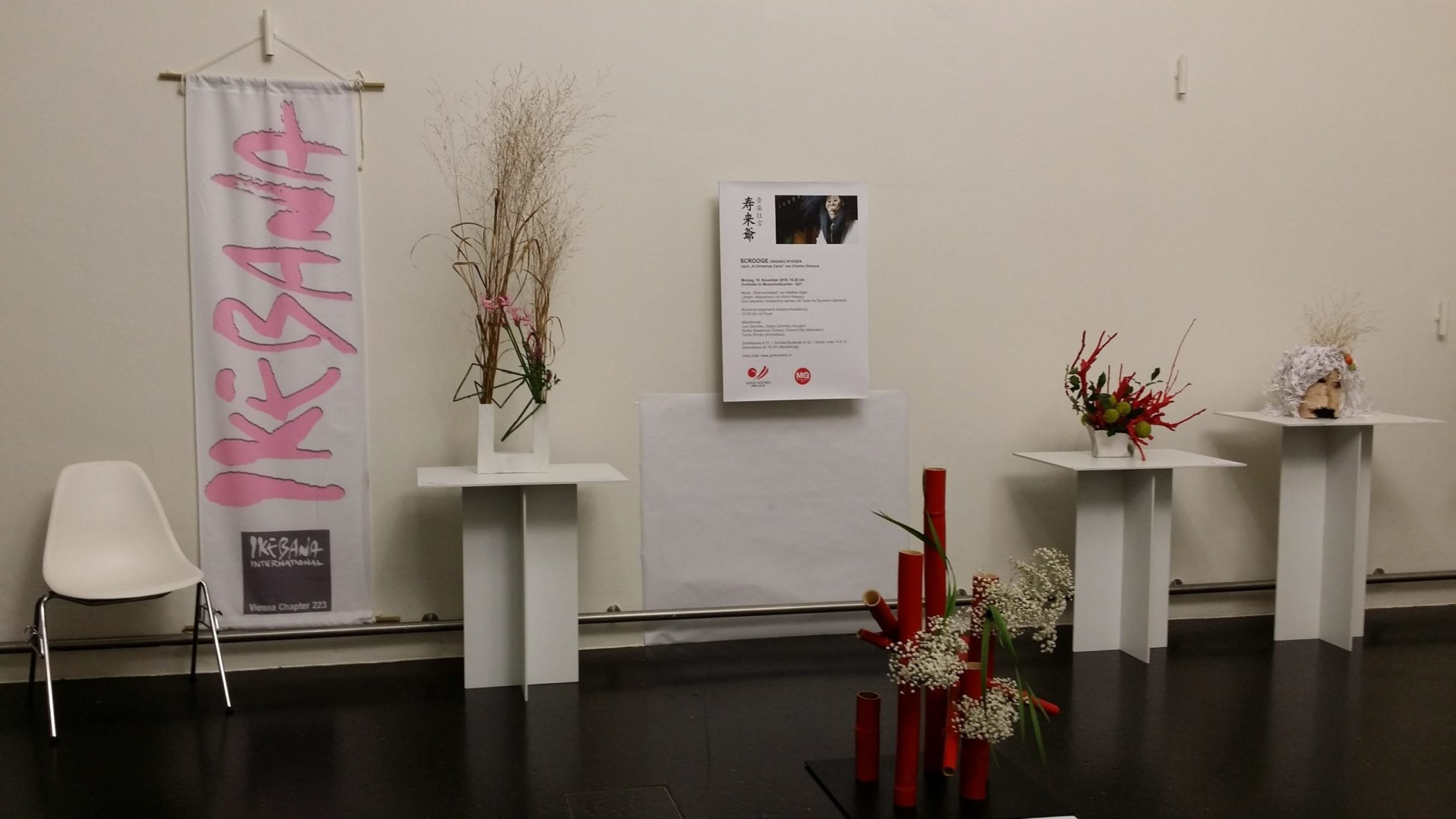 Ikebana International Ausstellung Scrooge