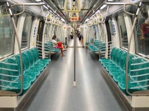 Paano gamitin ang MRT ng Singapore