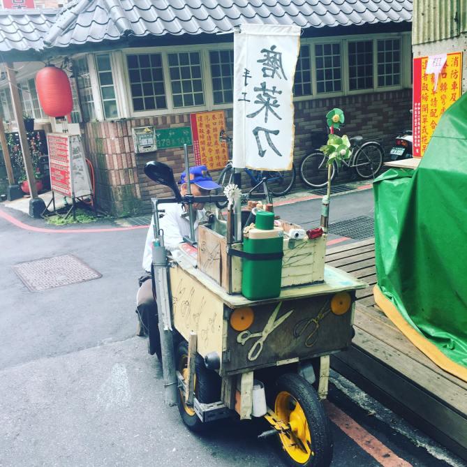 行動咖啡車很常見,行動磨菜刀車就沒看過了吧!