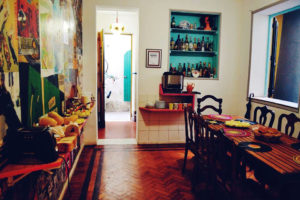 Sala de jantar, café da manhã no hostel em Santa Teresa