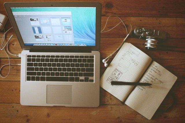 The perfect desk di Galymzhan Abdugalimov