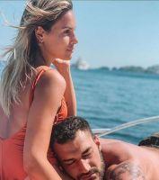 Lorenzo Riccardi e Claudia Dionigi sono in vancanza a Ibizza.e  lui dice