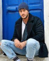 Giulio Raselli seduto ai piedi casa sua torna a parlare di Giulia d'Urso