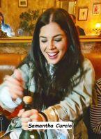 Samantha Curcio ad una festa con le amiche stappa una bottiglia di spumante