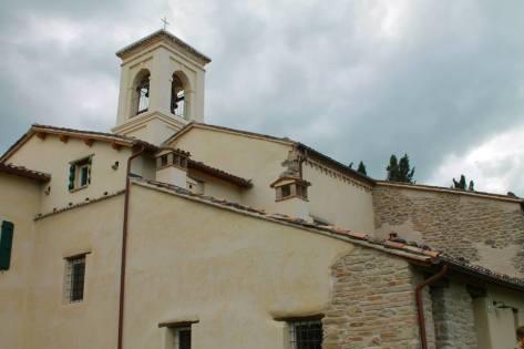 Il campanile fu aggiunto nel Settecento: la molteplicità degli stili e la sovrapposizione dei periodi storici è una caratteristica del complesso di San Giorgio in Ceparano.