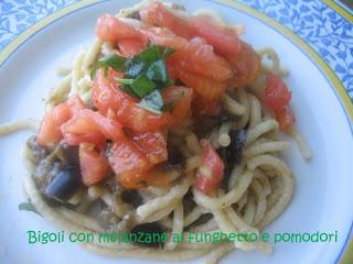 Bigoli con melanzane al funghetto e pomodori