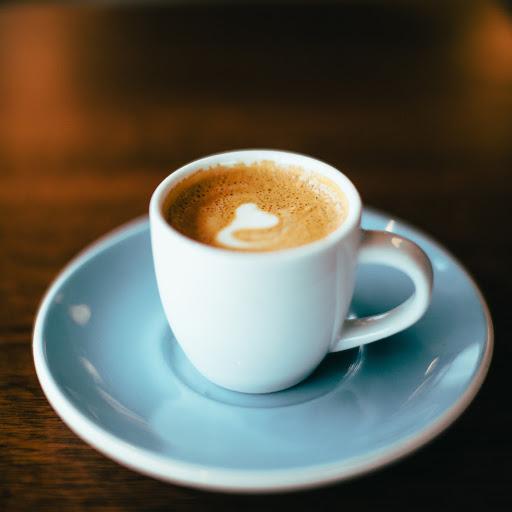 UNA DOMENICA AL CAFFÈ  DI BACI, SORRISI E ABBRACCI