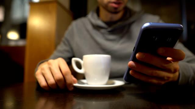 IL CAFFÈ BRUCIATO RISCALDA LA TELEFONATA?