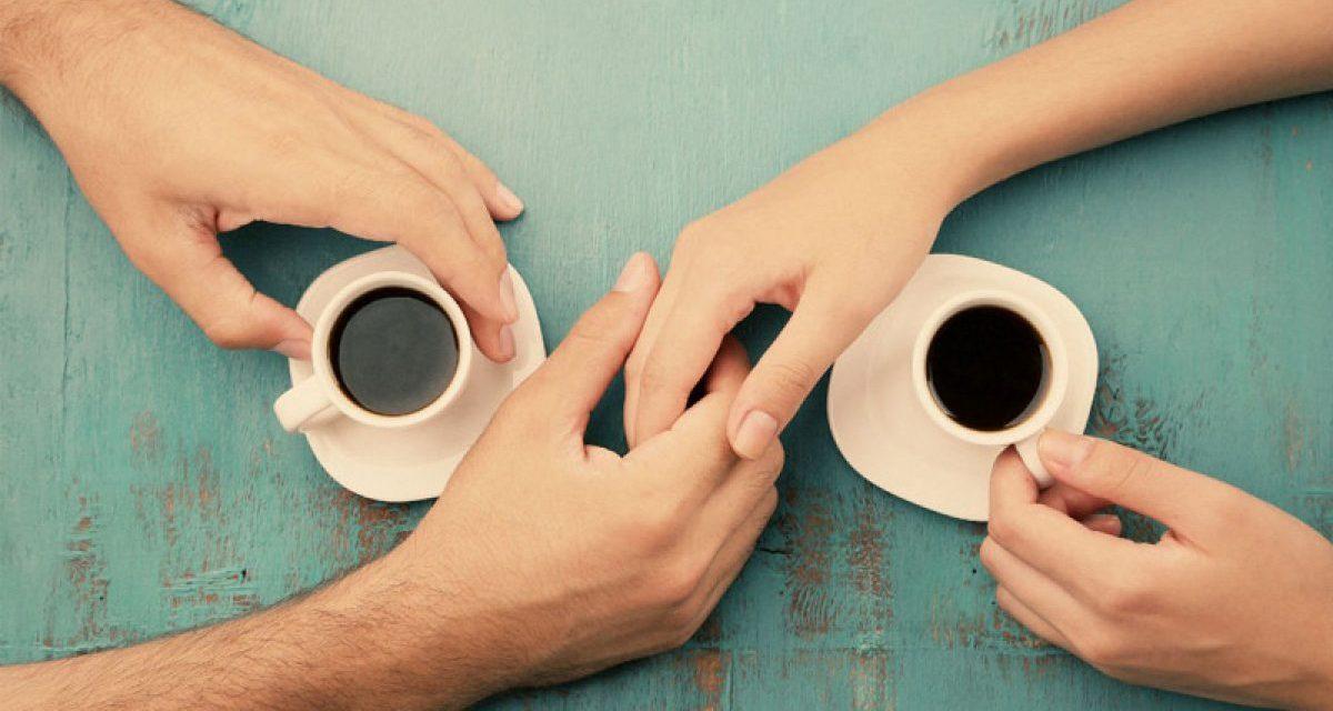 ALLENAMENTI DI GRUPPO, STRETTA DI MANO AL CAFFÈ