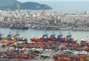 Il porto di Santos in Brasile dove transitano numero merci destinate in Cina