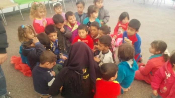 Bambini curdi giocano in un cortile - Foto: autore