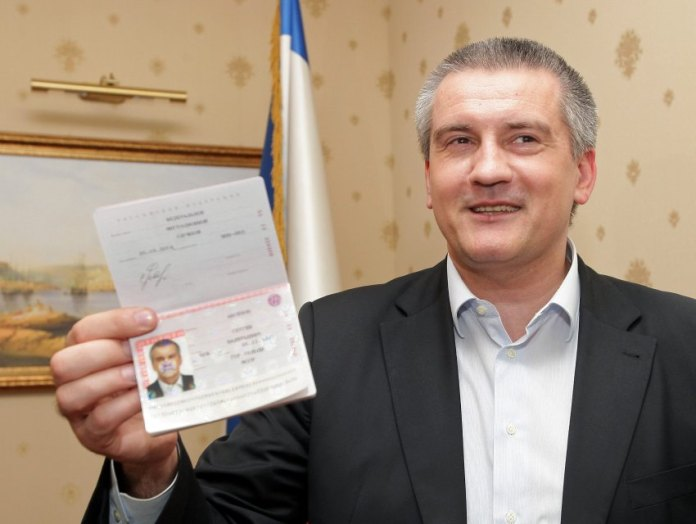 epa04133731 Crimean Premier Sergei Aksyonov shows his just received Russian Passport in Simferopol, Ukraine, 20 March 2014. Russian President Putin on 18 March 2014 signed a treaty with the Moscow-backed leaders of Crimea and Sevastopol about the two regions' accession to Russia. EPA/ARTUR SHVARTS +++(c) dpa - Bildfunk+++