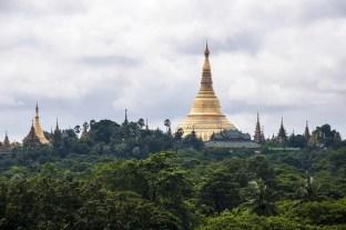 La Shwedagon Paya di Yangon è uno dei luoghi più sacri per il buddismo in Myanmar. La leggenda vuole che siano custoditi al suo interno otto capelli di Budda.