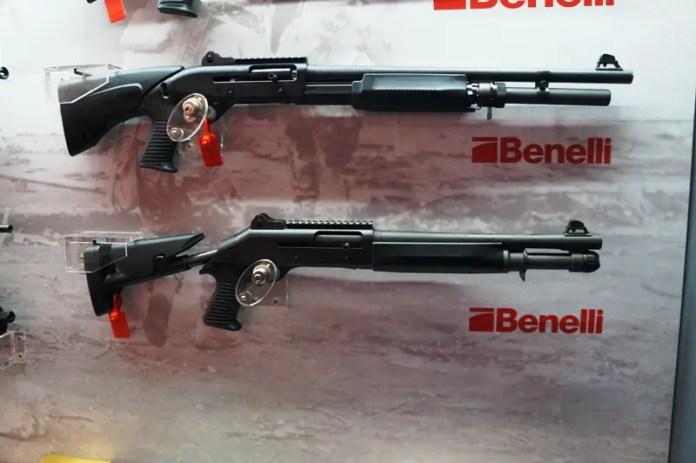 Due fucili a pompa della famiglia M-4 di Benelli. Foto: Il Caffè Geopolitico