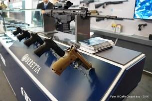 Fig.6 - La vasta scelta di pistole Beretta. Sullo sfondo il fucile d'assalto per marksman ARX 200