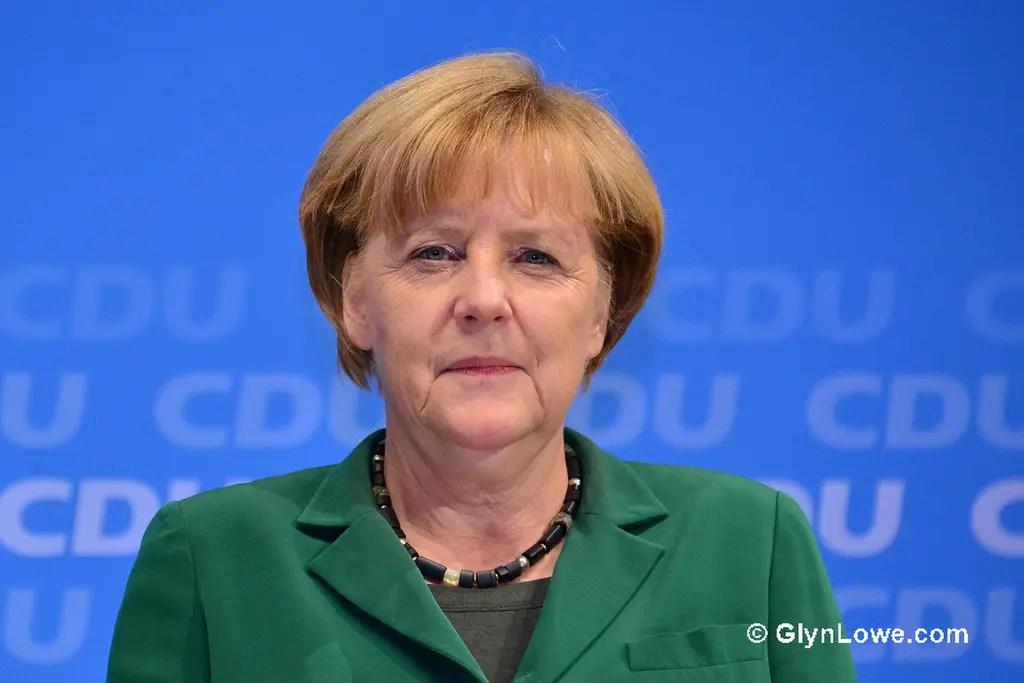 Merkel pronta ad abdicare dopo tracollo CDU in Assia, euro sbanda