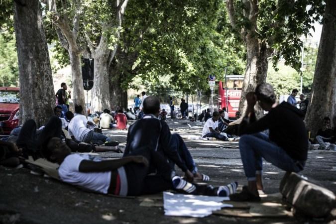 Rome: hundreds of migrants tent out Tiburtina Station