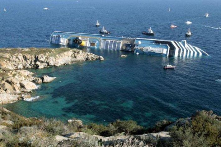 Risultati immagini per il naufragio della Concordia