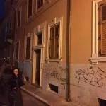 L'ingresso del palazzo in via Gorizia