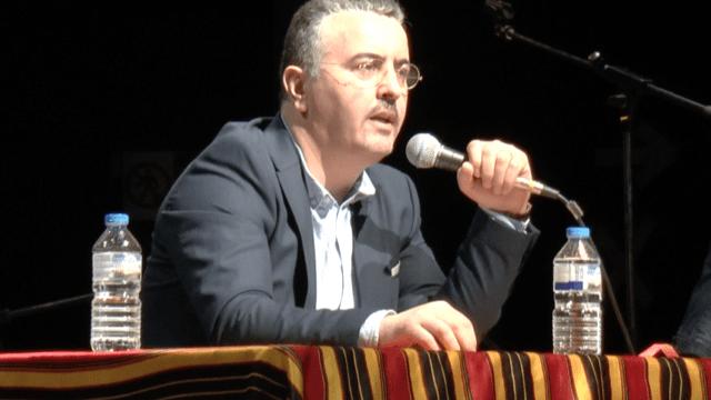 M. Farid Benmokhtar pendant la conférence sur le printemps berbère