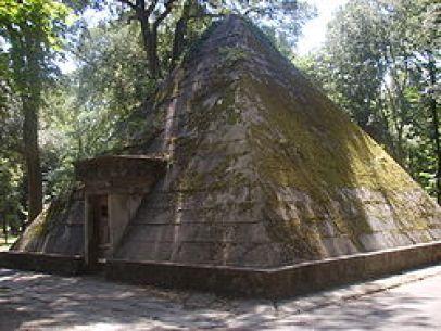 250px-Parco_delle_Cascine,_Piramide
