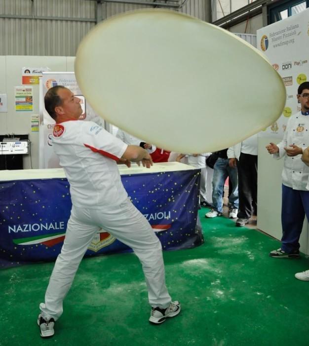 Pizza acrobatica a Tirreno C.T.