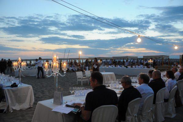 tavola in spiaggia