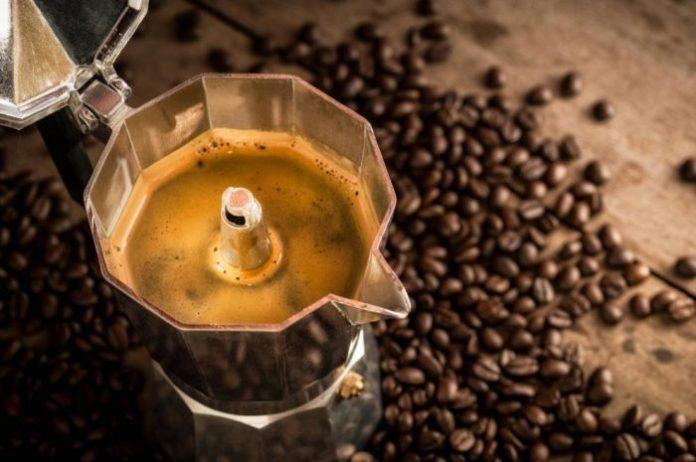 quattro tazzine di caffè al giorno contro i disturbi dell'umore