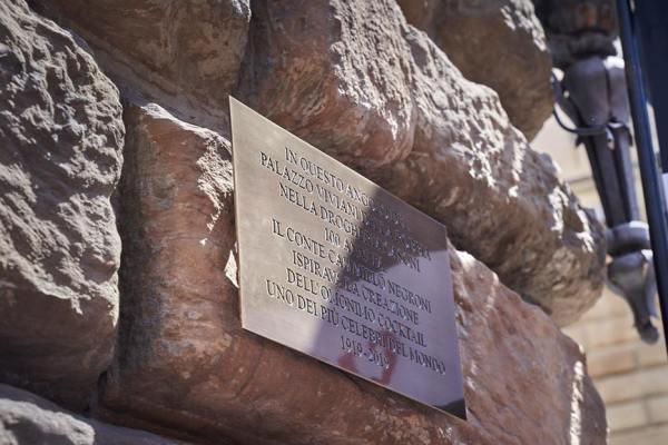 Sul muro del fu Casoni (e Giacosa) inaugurata la targa per il centenario del Negroni