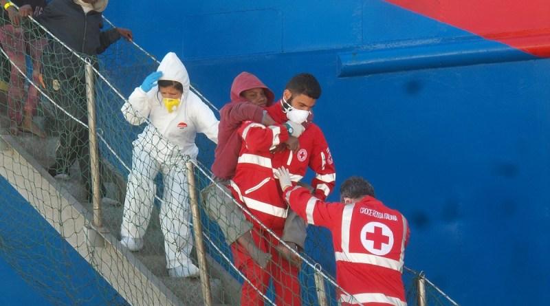 Pozzallo Migranti Alexander Maersk Diciotti 932 migranti sbarcati