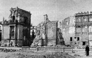 Porta Felice sul lungomare di Palermo, distrutta dai bombardamenti degli Alleati nel 1943