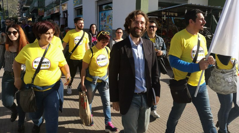 Forello con sostenitori M5S per strada a Palermo