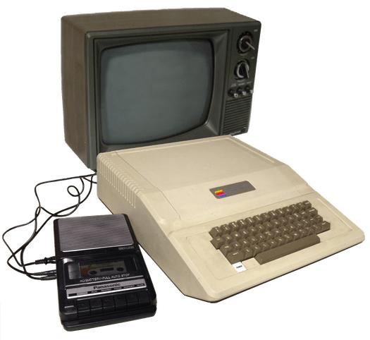 L'Apple II consentiva la possibilità di connettersi con un televisore e un registratore a cassette per archiviare i files.
