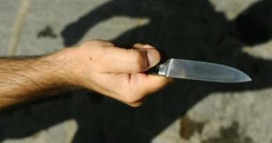 Catania, picchia la moglie davanti alle figlie: il suocero lo vede o lo accoltella