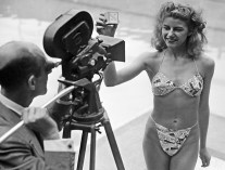 Micheline Bernardini indossa il primo Bikini di Louis Réard, 5 luglio 1946