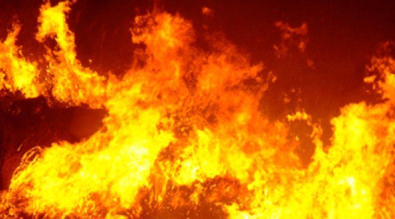 Sicilia in fiamme, evacuate case a San Martino delle Scale. Roghi nel Catanese