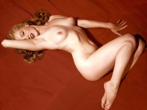 "Servizio fotografico di Tom Kelley, ""Marilyn Monroe on the red velvet"""