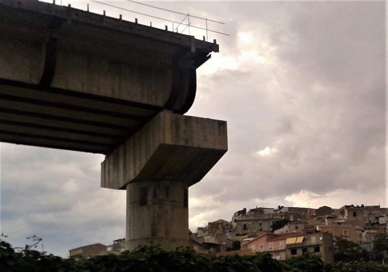 Viadotto incompiuto in Sicilia