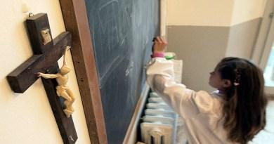 Il commissario provinciale dei giovani dell'Udc, Gioacchino Bosco contro la decisione di vietare le preghiere in classe alla scuola Ragusa Moleti di Palermo