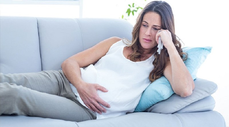 Un alto livello di cortisolo nei capelli delle donne in gravidanza indicherebbe un maggiore rischio di depressione post-partum