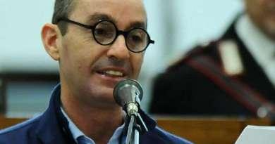 Il Tribunale di Caltanissetta ha condannato a sei anni di carcere Massimo Ciancimino per calunnia. Dovrà pagare anche 180 mila euro di risarcimento