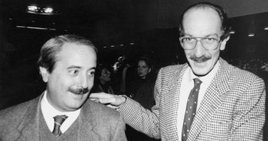 """Giuseppe Ayala parla dell'omicidio di Capaci: """"Non fu solo la mafia ad uccidere Falcone. La strategia usata è frutto di un'intelligenza sopraffina"""""""