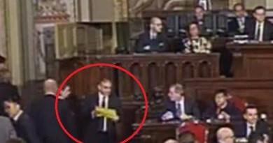 Ars, Bulla mostra la sua scheda: votazione nulla