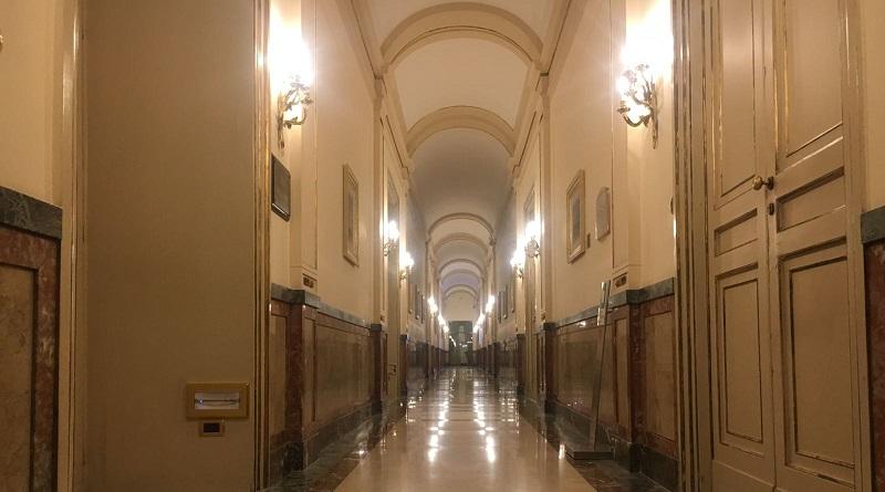 L'Ars, nel corso della votazione per l'approvazione della Finanziaria 2018, ha approvato un emendamento che taglia da 58.571 euro a 38.071 euro la somma prevista da una normativa statale da destinare ai collaboratori esterni dei singoli deputati