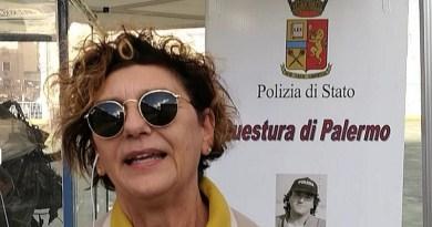Bambini premiati alla caserma Lungaro di Palermo nel corso di una cerimonia organizzata dalla Quarto Savona Quindici e al sindacato di Polizia