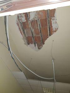 Tragedia sfiorata al Pta (presidio territoriale di assistenza) della Guadagna. Crolla il tetto di una stanza mentre un medico stava visitando un minore