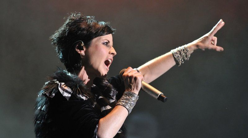 Lutto nel mondo della musica: si è spenta improvvisamente, all'età di 46 anni, Dolores O'Riordan, la cantante del gruppo rock irlandese Cranberries