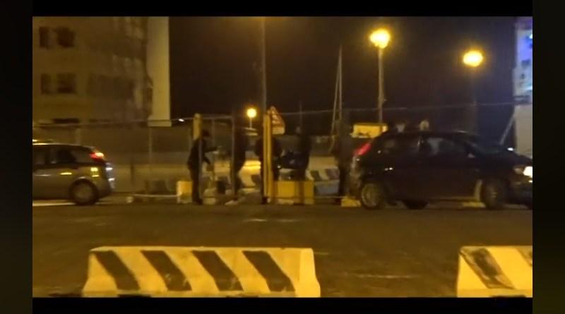 """Una video denuncia di Mareamico, che riprende lo sbarco dei migranti a Porto Empedocle: """"Cronaca di una deportazione poco assistita"""""""